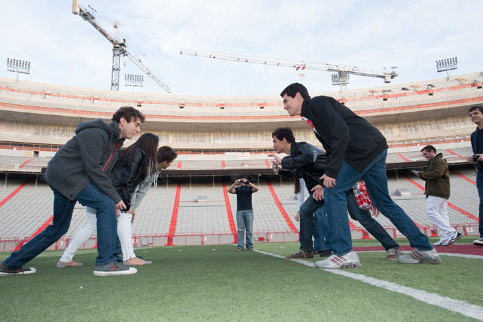 Scientific Mobility students practice American football prior to their return to Brazil.